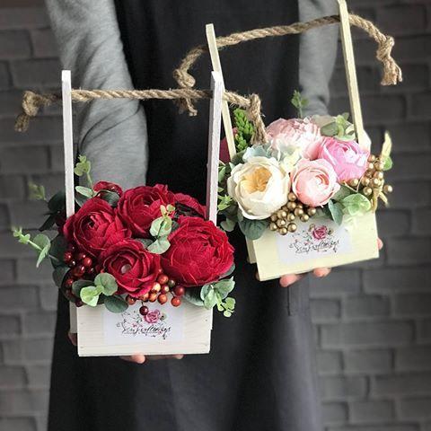 цветочные композиции с конфетами Raffaello и Ferrero Rocher