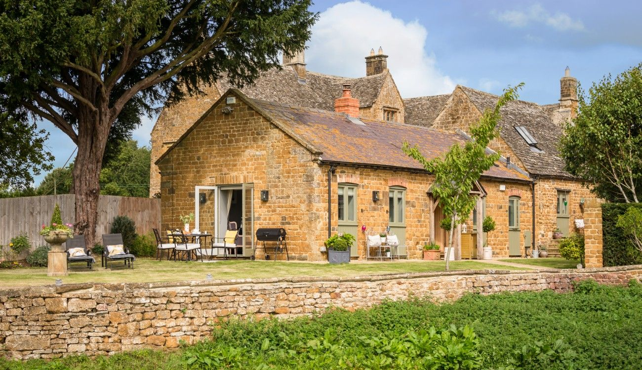 Luxury self-catering cottage near the Cotswolds | Luxury cottage, Cottage,  Rent cottage