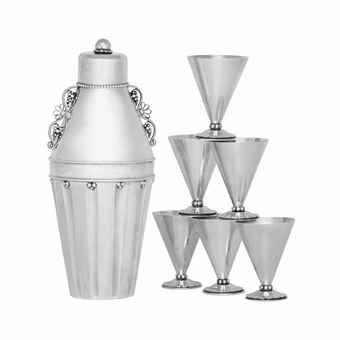 A DANISH SILVER COCKTAIL SHAKER, DESIGNED BY GEORG JENSEN, AND SIX DANISH SILVER COCKTAIL CUPS, DESIGNED BY OSCAR GUNDLACH-PEDERSEN