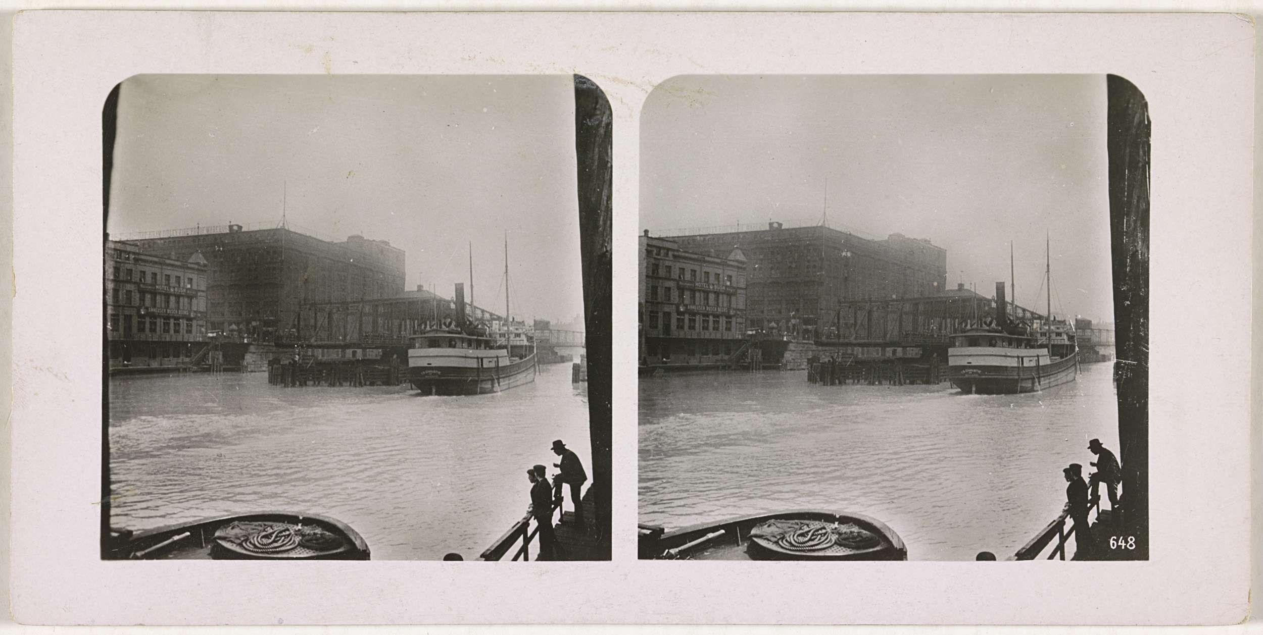 Anonymous | Gezicht op de haven van Chicago, Anonymous, c. 1884 - c. 1914 | Rechtsonder op de foto rechts staat: 648.