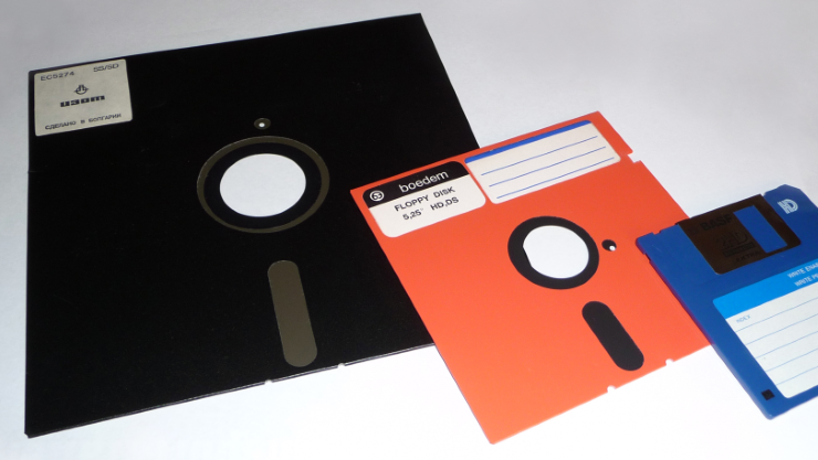 Ibm Mainframes 8 Inch Floppies Power Us Nuclear Arsenal Floppy Disk Old Computers Childhood Memories