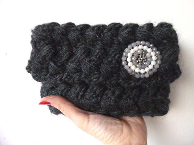 Pochette in lana color grigio scuro lavorata all'uncinetto. Borsetta elegante da sera in lana. Borsa a mano in maglia. : Borsette di filinfilando
