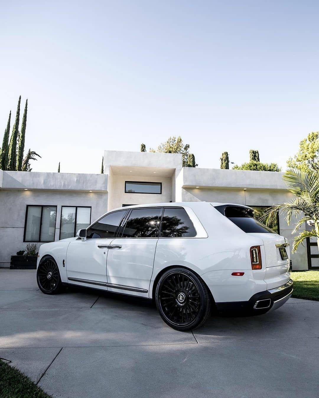 Photo of Rolls Royce Cullinan