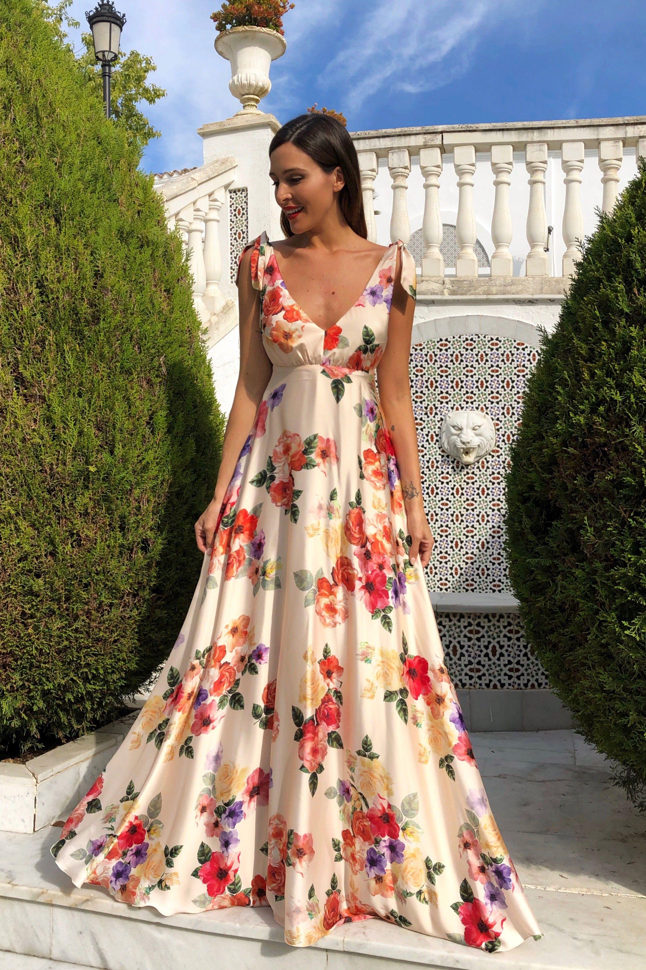 Vestido Alba Crudo Rocío Osorno Diseñadora De Moda Sevilla Vestidos Para Boda En Playa Invitada Vestidos Largos Florales Vestidos Largos De Dia