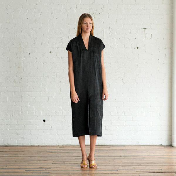 Description Wear & Care Sizing    In a simple Asian-inspired silhouette and a lovely Italian cotton and linen blend that has a slight crinkled textur...