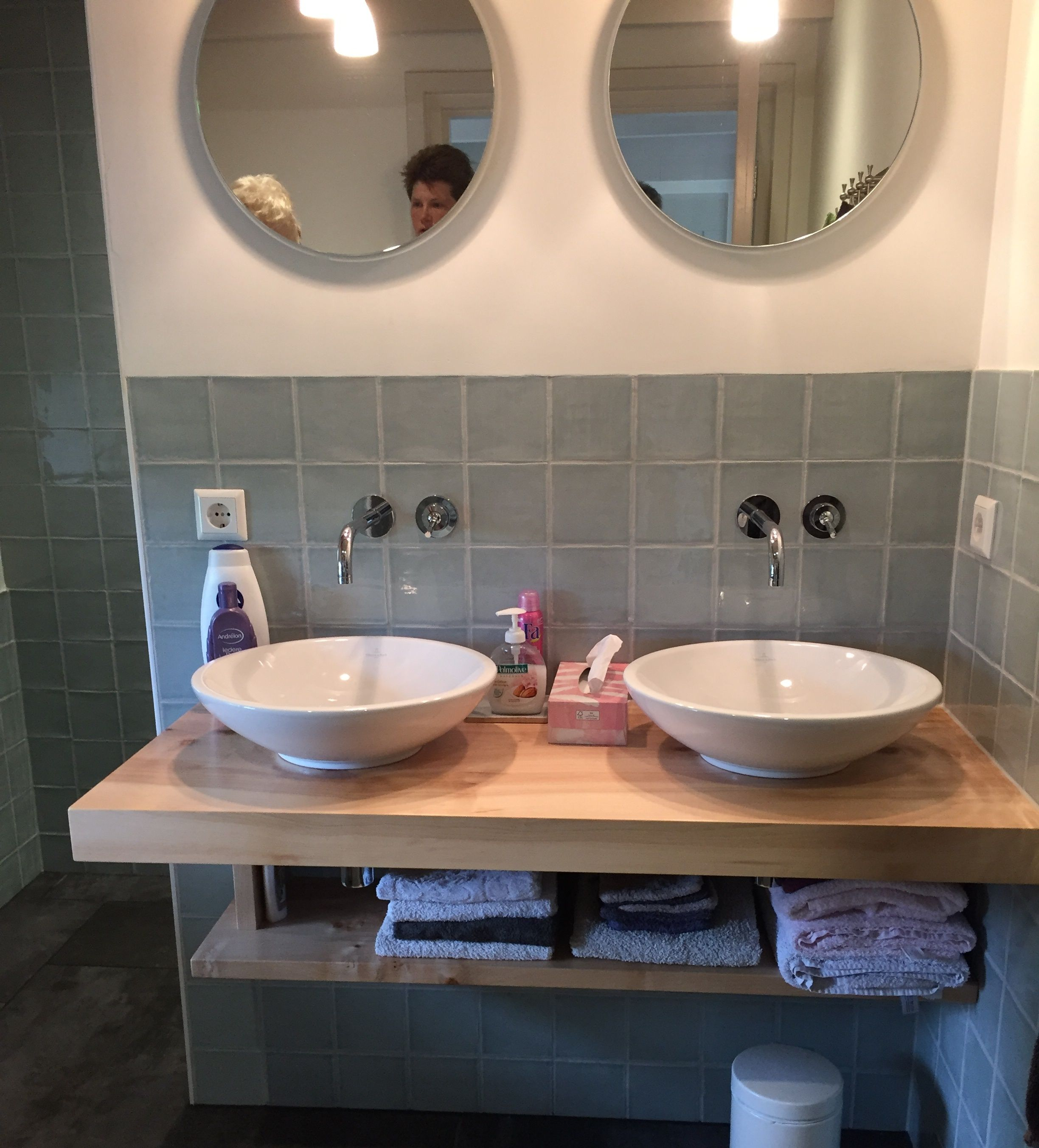 Sfeervolle badkamer met blauwe retro tegels 13x13 (13), Tegelhuys ...