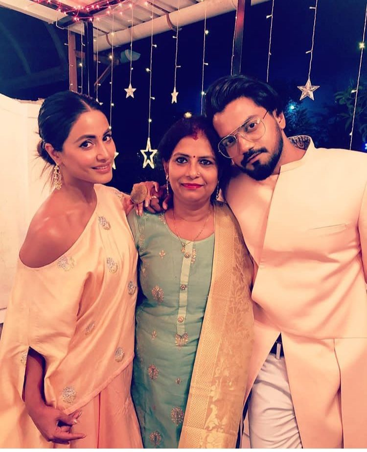 Hina Khan And Boyfriend Rocky Jaiswal Are All Smiles And Lost In