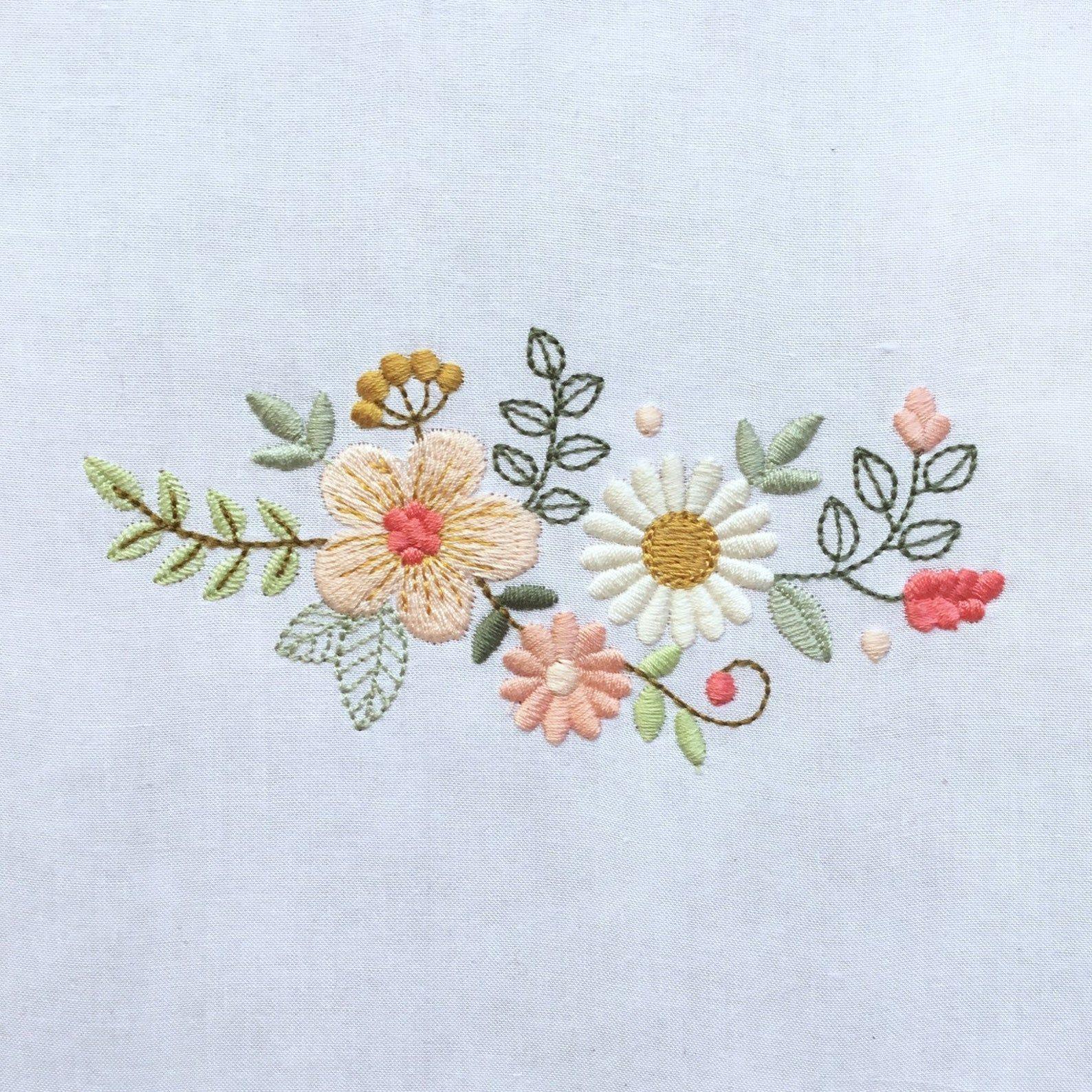 Diseño de flores para bordado a máquina – Flores de estilo moderno. Matriz de bordado digital a 9 colores . 3 tamaños. Descarga inmediata