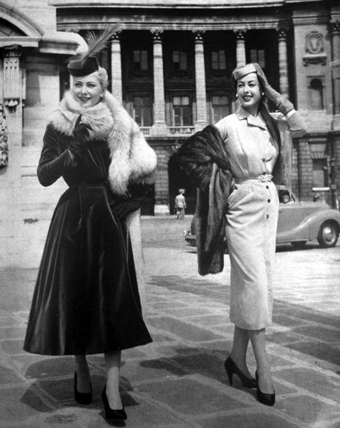 Old Photos Of The 50s Vogue Paris 1952models Wearing Pierre Balmain Vintage Winter Fashion Vintage Lifestyle Vintage Winter