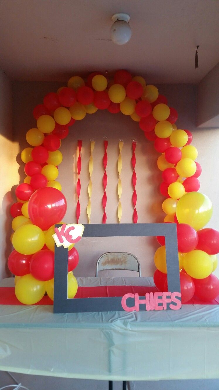 A DIY Kansas City Chiefs Photo Booth Youll Be The Best Party Host Ever Kc Crowleyfurniture