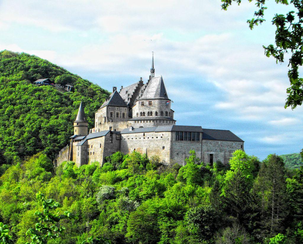 Vianden Castle, Luxembourg jigsaw puzzle in Castles puzzles on TheJigsawPuzzles.com