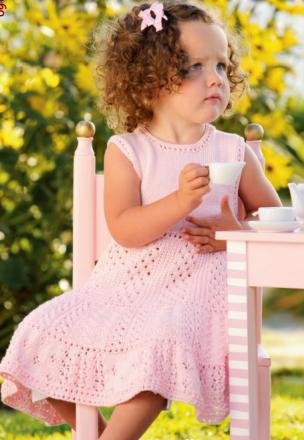 Sukkerdrysskjole. Mandarin Petit. I Sandneshefte 0904 Mandarin barn. Gratis oppskrift: http://www.sandnesgarn.no/media/publicfiles/0904_bilde_og_tekst.pdf