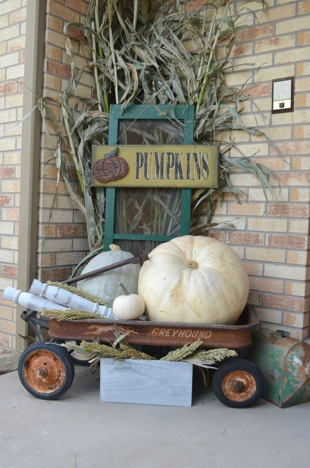 Farmhouse Fall Porch Porch decorating, Fall deco, Fall decor