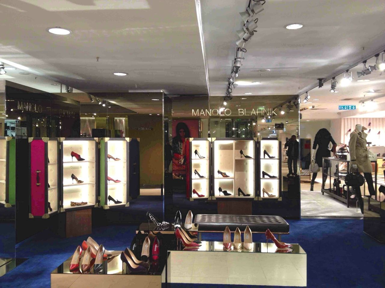 Manolo Blahnik -  Chaussures Apr!s travaux !  fashion  Printemps  Paris 65c376d6daa4