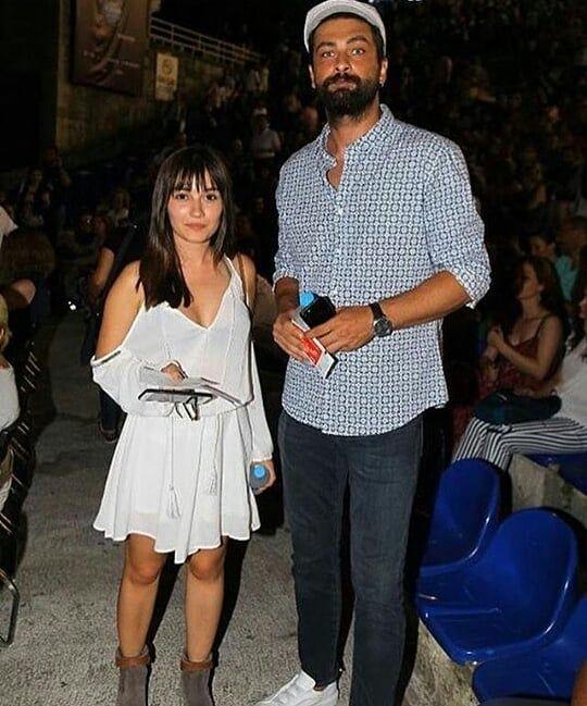 Sevilen Dizi Yasak Elma Nin Basrol Oyunculari Sevda Erginci Ile Onur Tuna Sevval Sam In Muzeyy Tall Boyfriend Short Girlfriend Turkish Actors Tall Boyfriend
