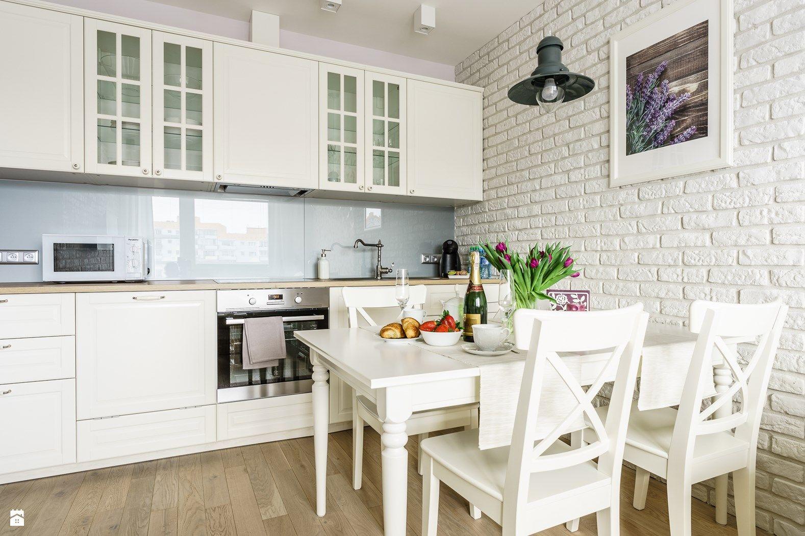 Apartament Prowansalski Aviator Gdansk Kuchnia Styl Prowansalski Zdjeci Open Concept Kitchen Living Room Living Room And Kitchen Design Kitchen Layout