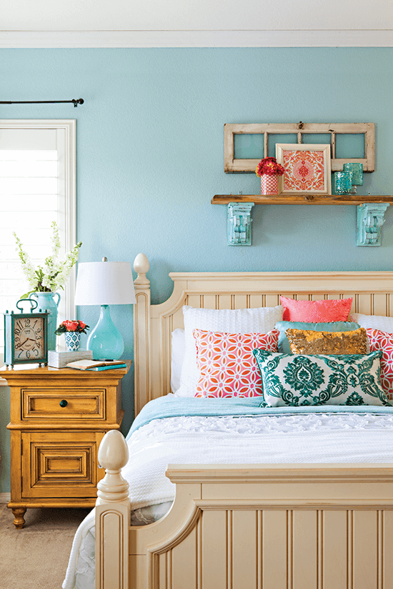 Colorful Vintage Cottage Style Cottage Style Decorating Renovating And Entertaining Ideas For Indoors And Out Cottage Style Bedrooms Vintage Cottage Cottage Style Decor