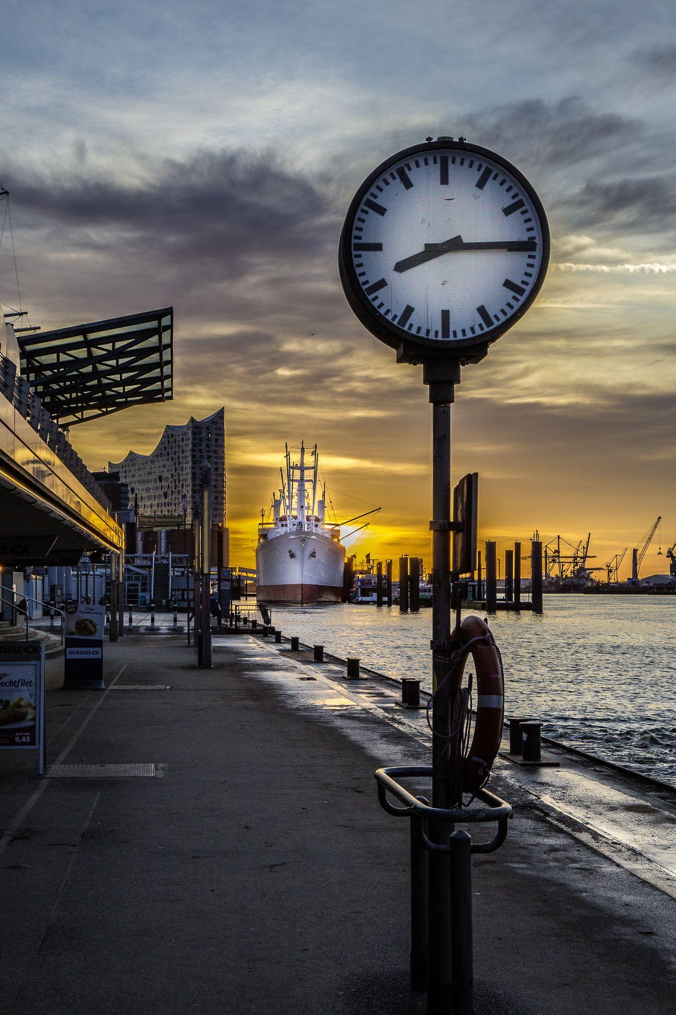 Hamburg Foto Landungsbrücken Elbphilharmonie Sonnenaufgang | Bildschönes Hamburg <3