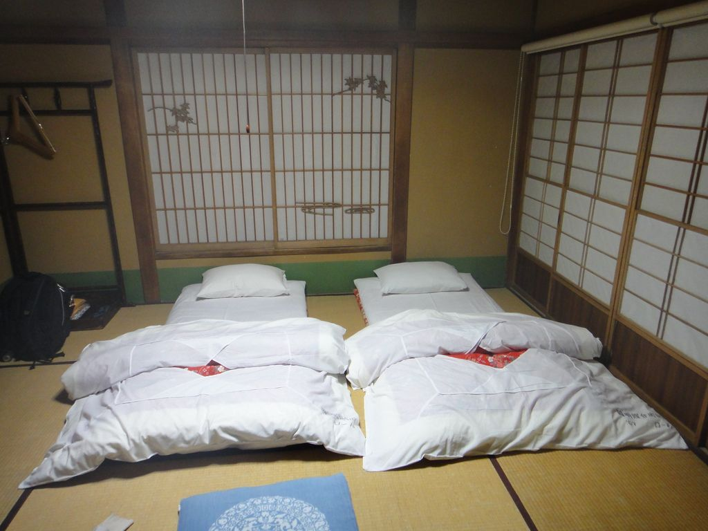 Japanese Futons Are Generally Offered A Set Including The Futon Bed Mattress Shikibuton Comforter Kakebuton Or Blanket Moku And Pillow Makura