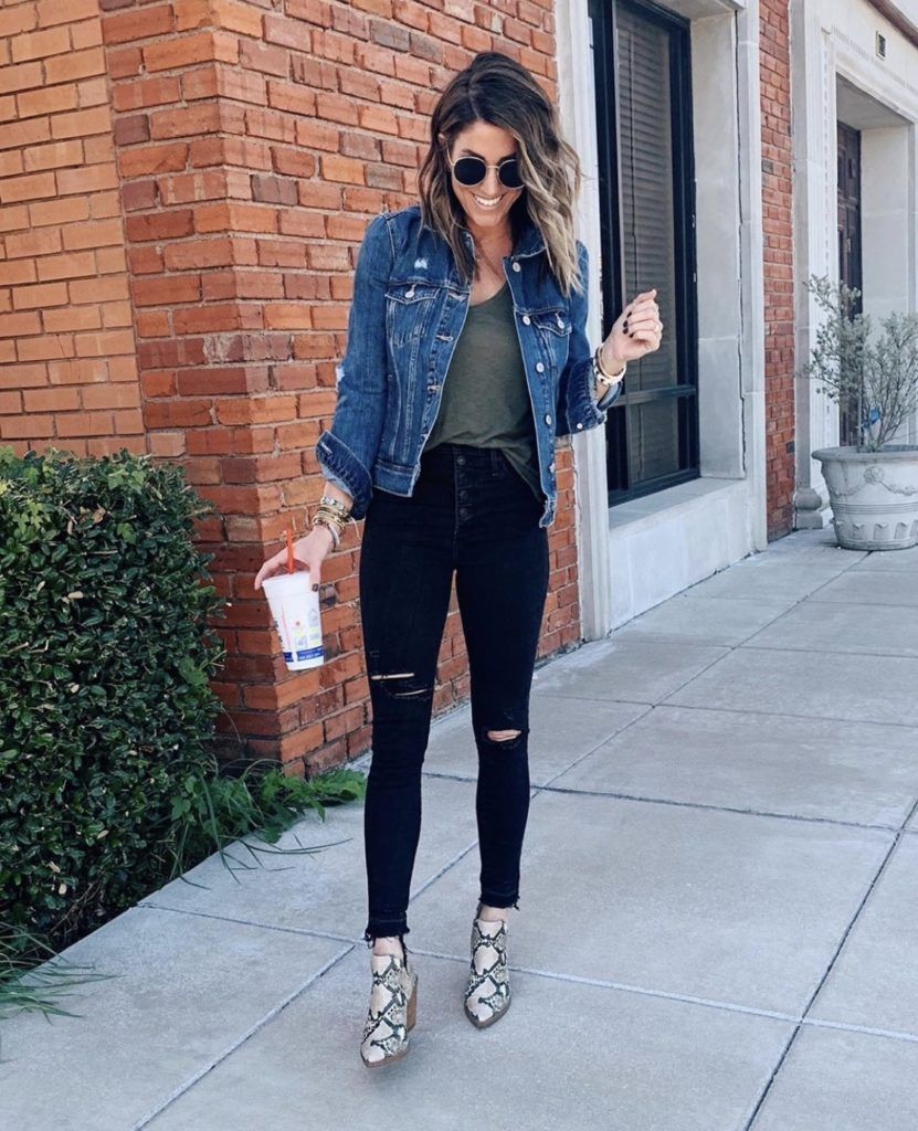 30 Ways To Style A Denim Jacket The Sister Studio Cute Outfits With Jeans Jacket Outfit Women Tennis Shoes Outfit [ 1024 x 831 Pixel ]