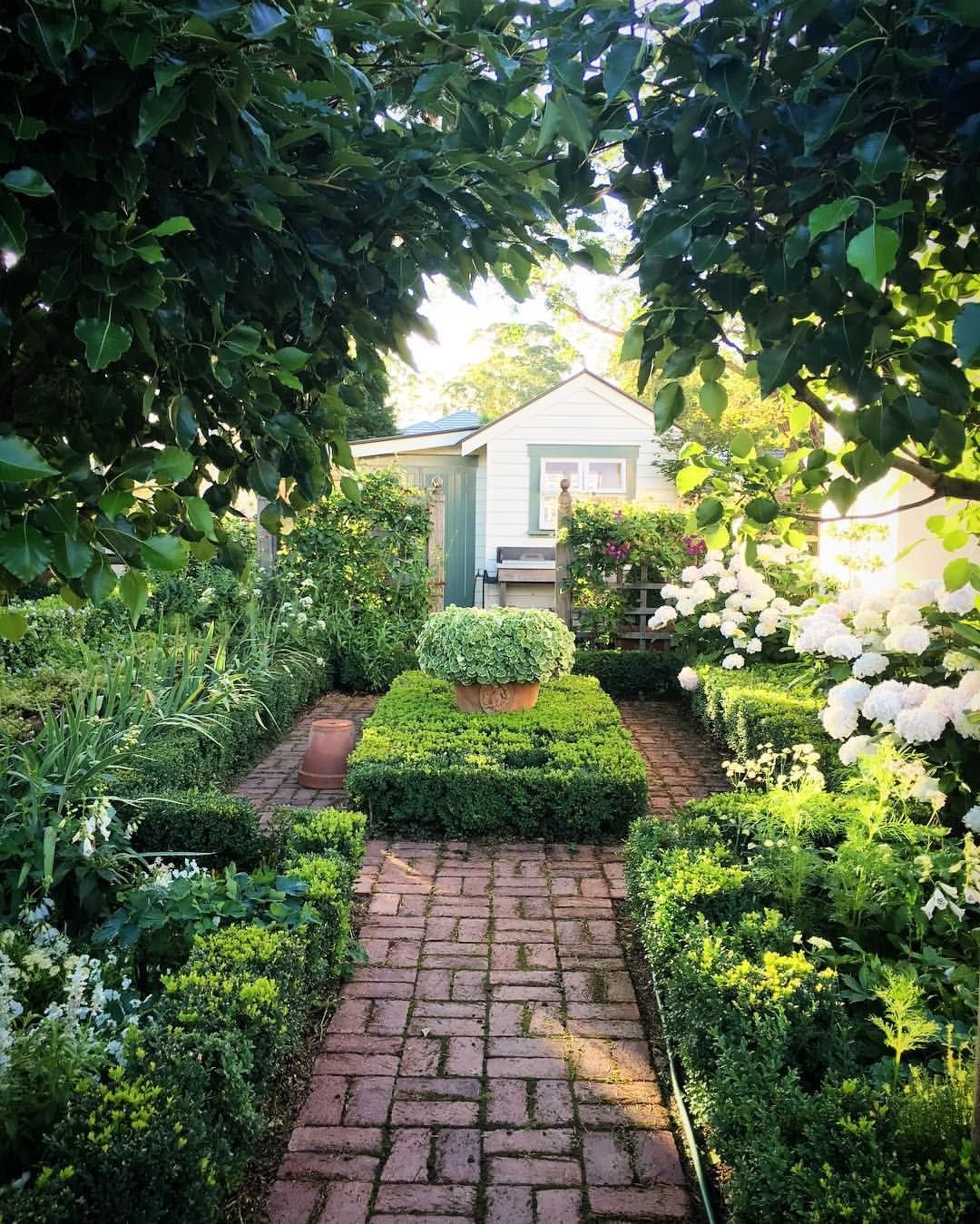 14 Small Yard Landscaping Ideas To Impress: Pin By Sean Gorham On Garden Landscape