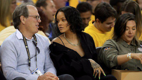 A top Apple exec just royally pissed off Rihanna fans (a.k.a. the Rihanna Navy) who now want to destroy him http://bit.ly/2qOO31z