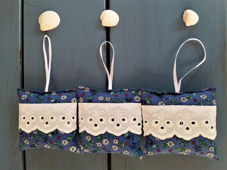 Lavendelsackchen 3 Er Set Aus Bio Lavendel Lavendelkissen Lavendelpolster Gegen Motten In Den Kleiderschrank In Den Kuchenschrank Decor Home Decor Clothes Hanger