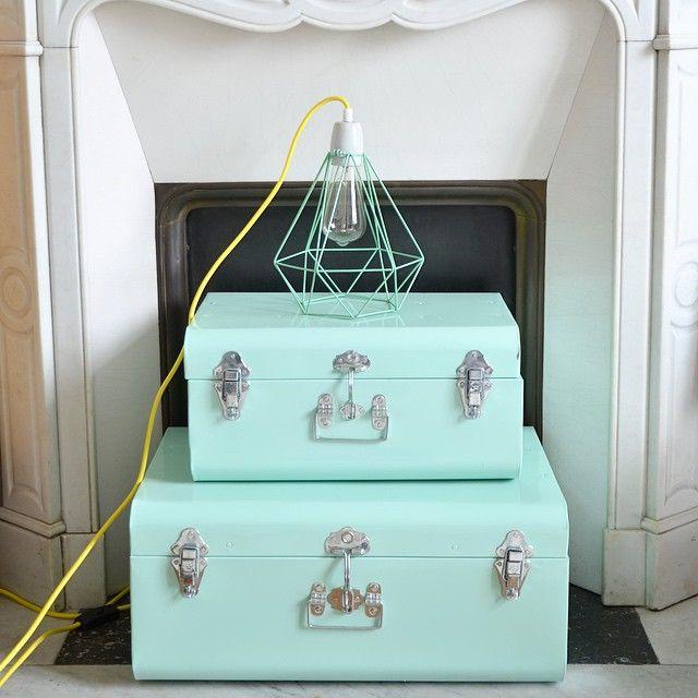 malles maison du monde couleur mint chambre de b b. Black Bedroom Furniture Sets. Home Design Ideas