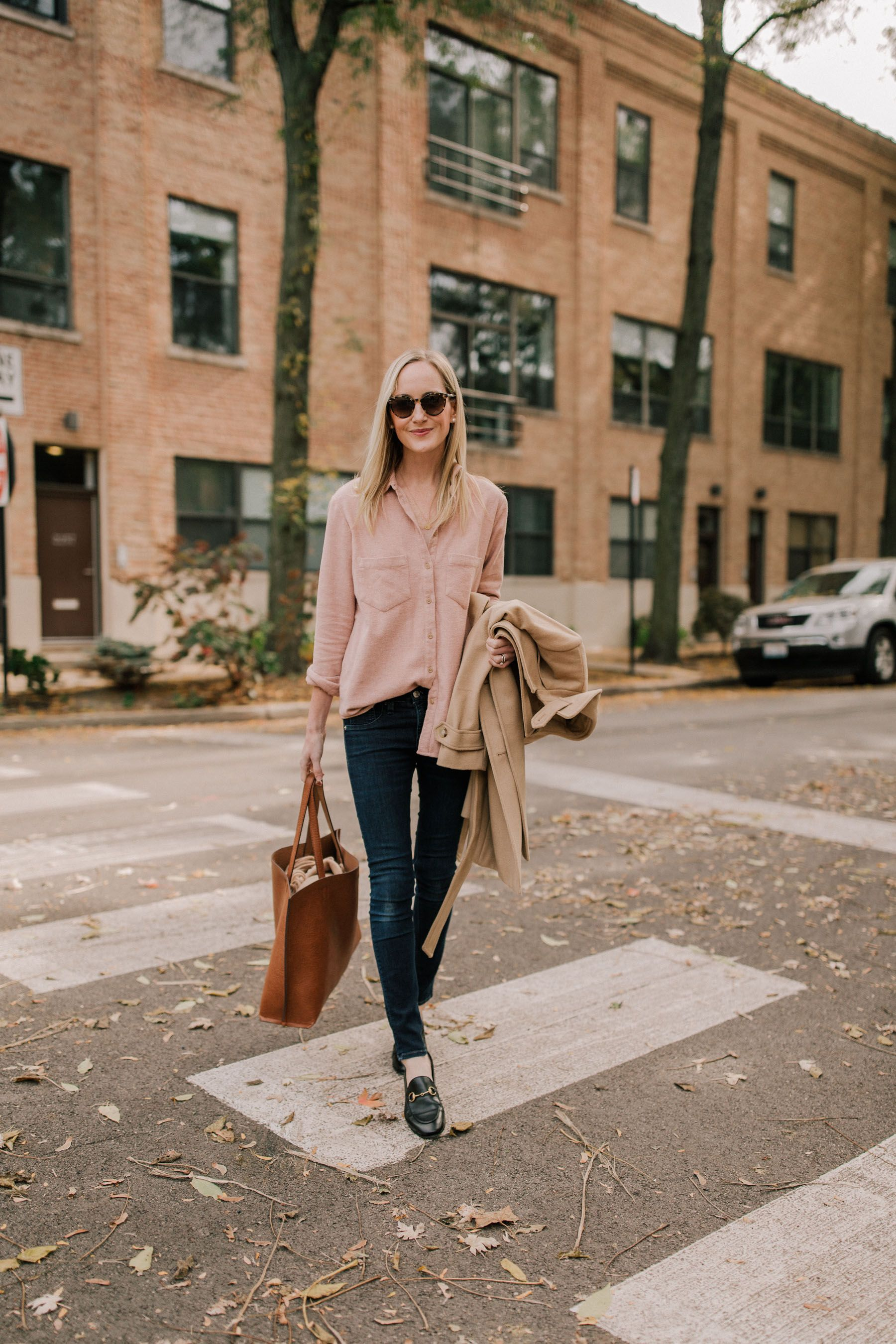 Go-to Fall outfit. This pink flannel button down is the perfect sunday  outfit for Fall.  Sunday  FallOutfit  Fall f9e3f1afd8d3d