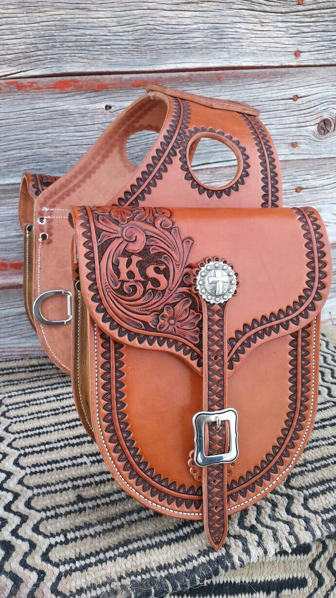Pin by Ellen Davis on tack*   Leather saddle bags, Leather ...