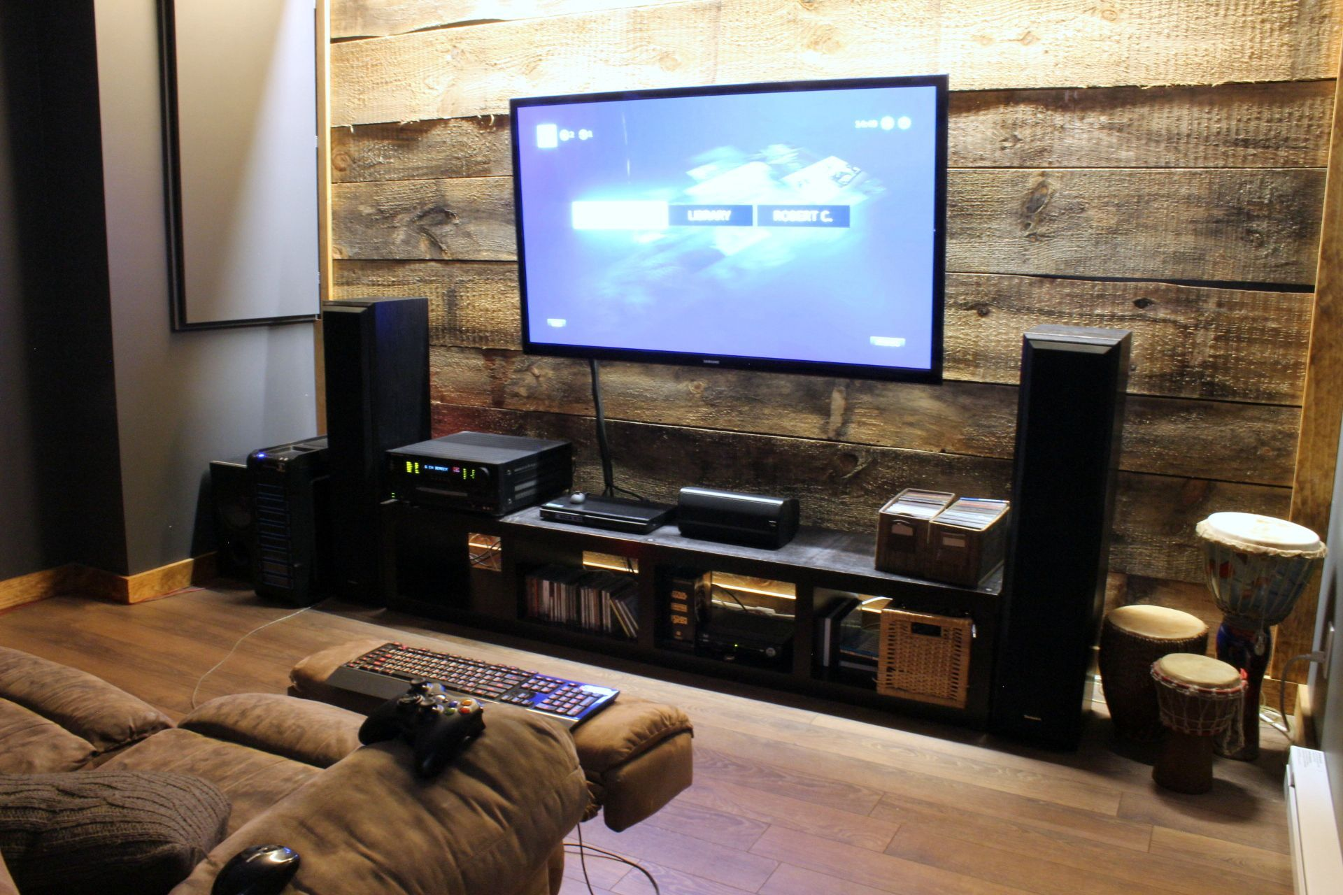 home theater / battlestation Men cave, Cave and Game rooms