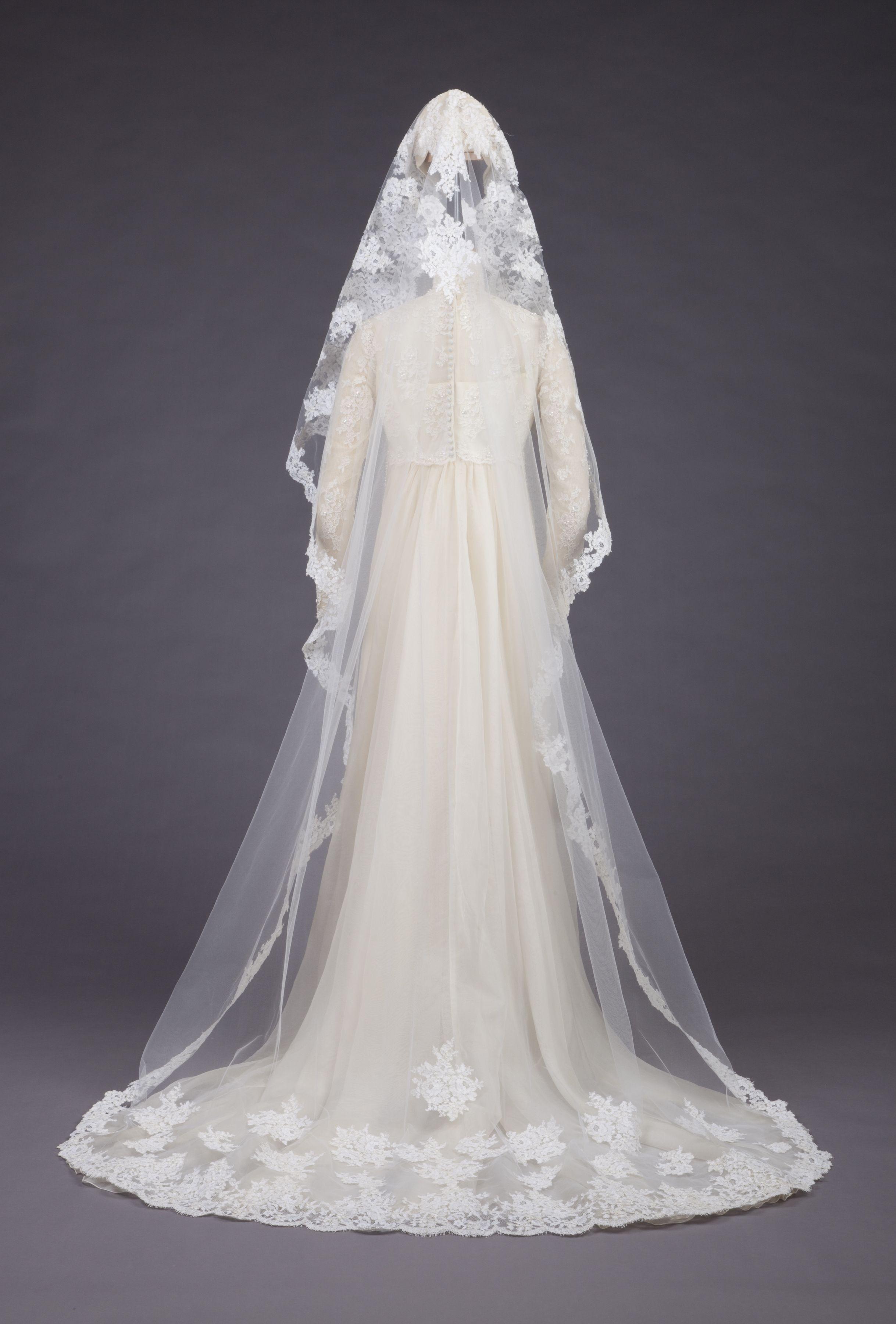 Wedding Gown By Priscilla Of Boston 1973 Wedding Gowns Vintage