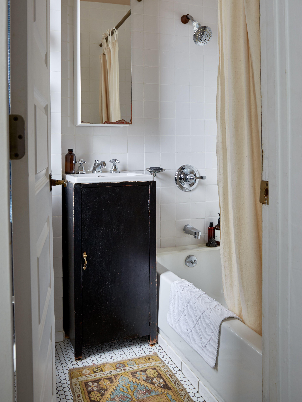 trend alert vintage rugs in the bath bathroom pinterest rh pinterest ca
