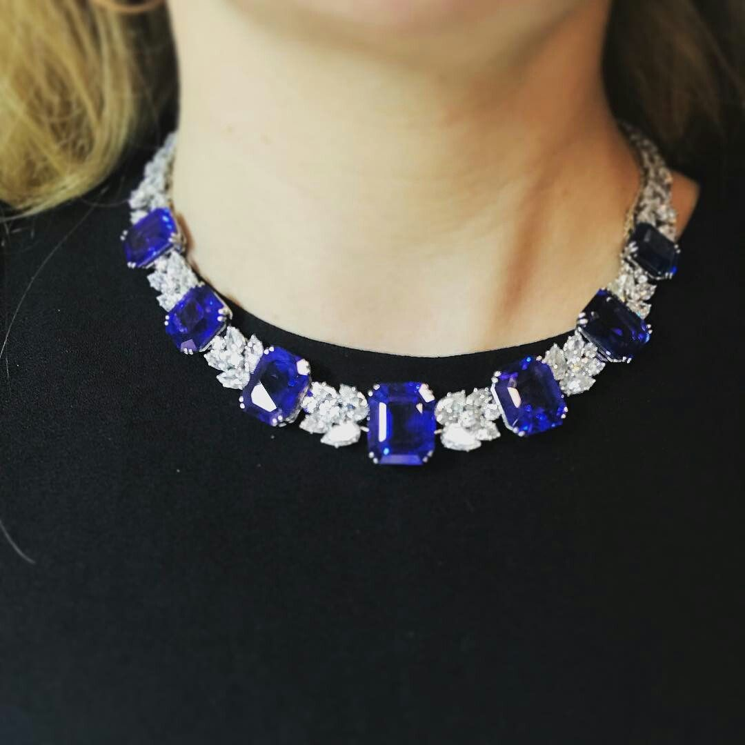 This magnificent Harry Winston sapphire and diamond necklace (including Kashmir, Burmese AND Ceylon sapphires) in the Mag Jewels auction for $1million #sothebysjewels #xmaspressie?