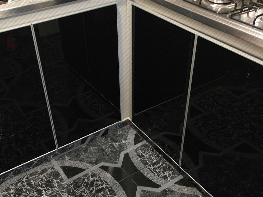 Puertas para cocinas integrales en vidrio negro con marco en ...