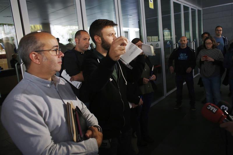 Crece la desobediencia a las instituciones del Estado entre los ayuntamientos catalanes