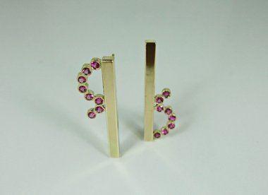 Bartl tem o objetivo de apresentar peças criadas com empenho, utilizando-se de técnicas artesanais.   Brincos Balance em ouro amarelo 18k com rubelitas http://bit.ly/bartljoias