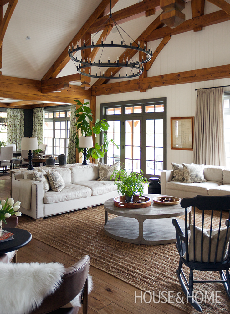 A Sophisticated Country House With Traditional Decor Country