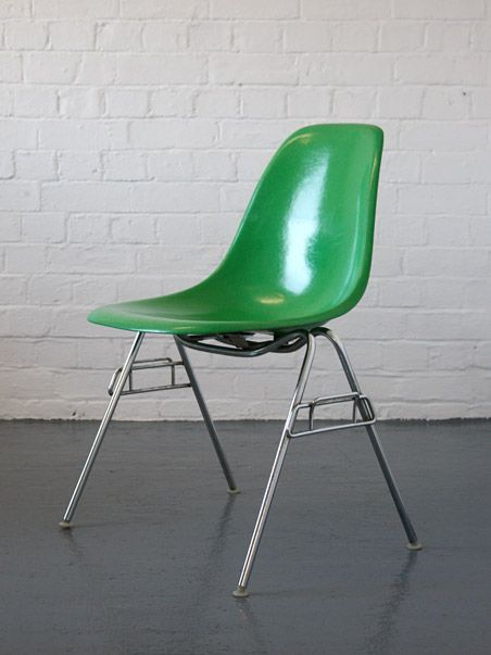 Eames Stoelen Baarn.Eames Kelly Green Stacking Chairs By Herman Miller Chair