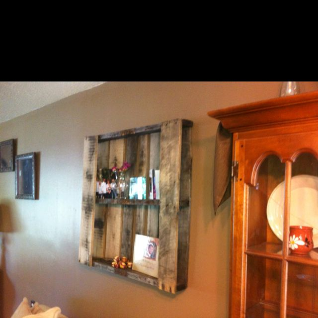 Elizabeths wood pallet shelf