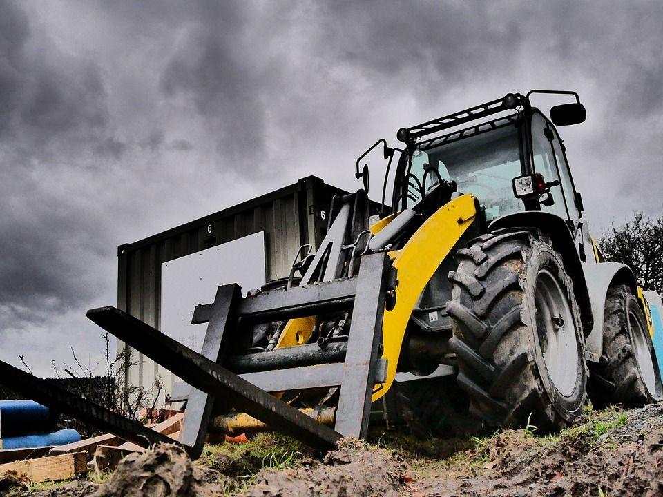 Tips Safety Awal Pengoperasian Forklift K3 Bekerja di