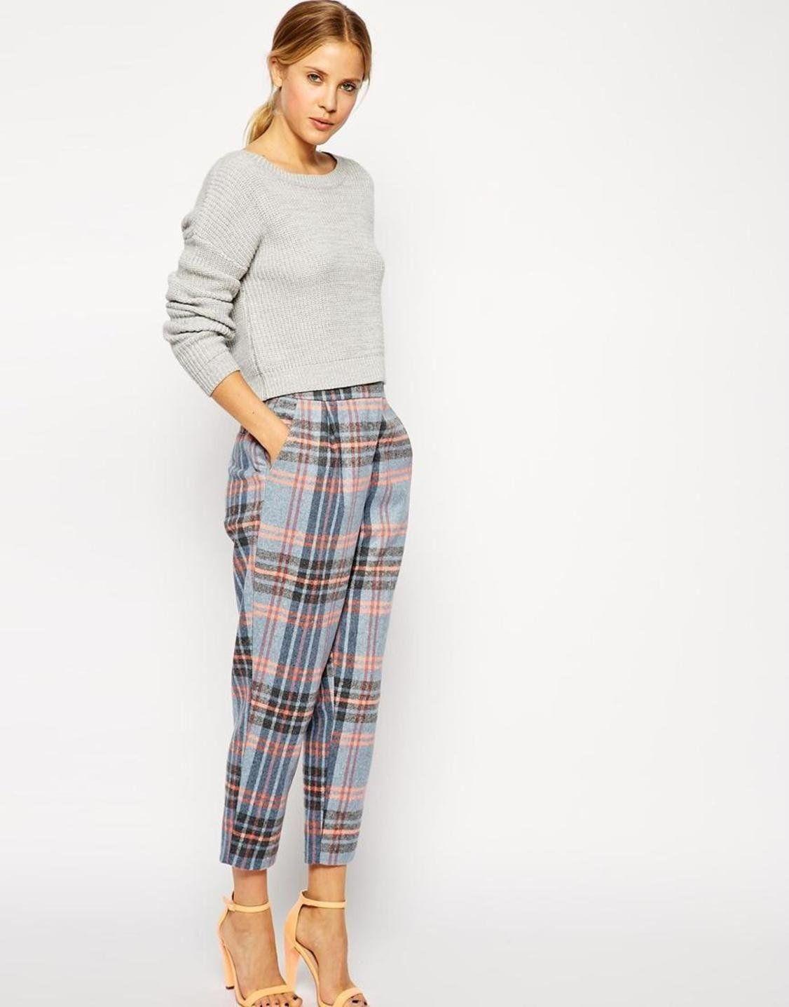 С чем носить женские клетчатые брюки | 1436x1126