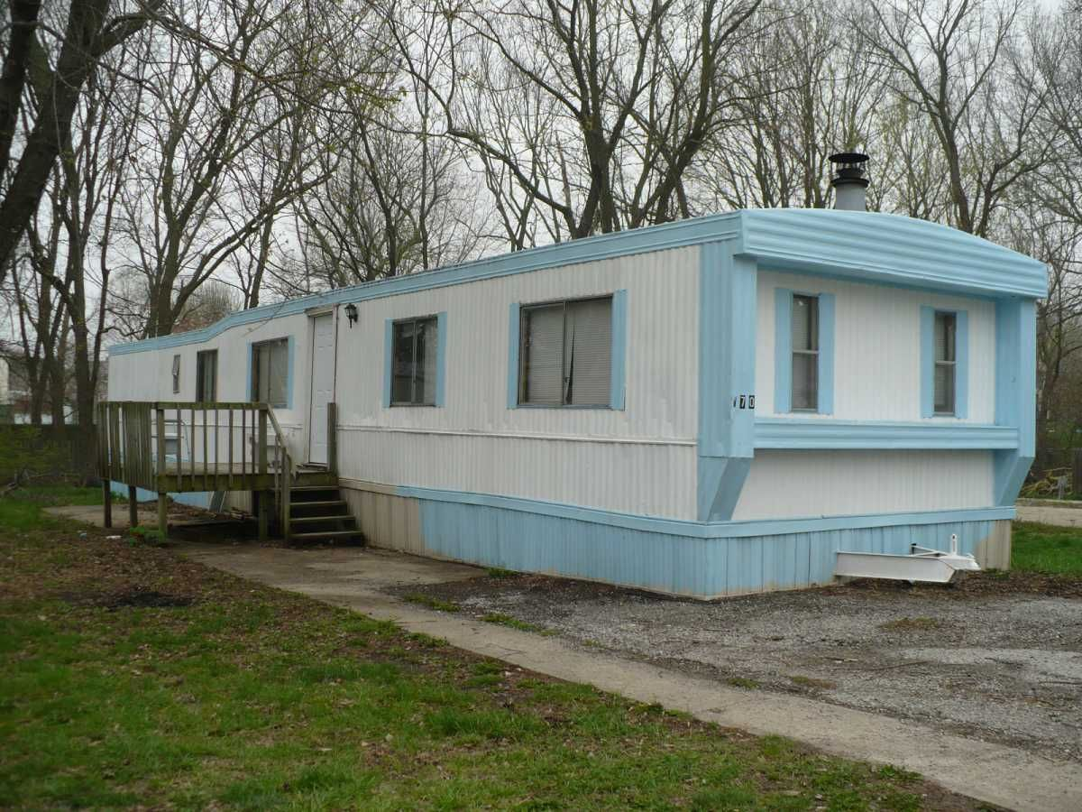B70 1978 2 Bedroom 1 Bath 250 1995 Mobile Manufactured Home In Independence Mo Via Mhvillage Com Mobile Homes For Sale Ideal Home Manufactured Home