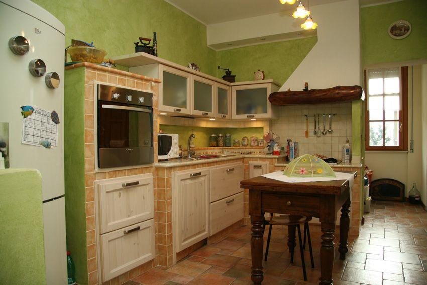 Cucina in muratura in ambiente particolare - Camini Fai da ...