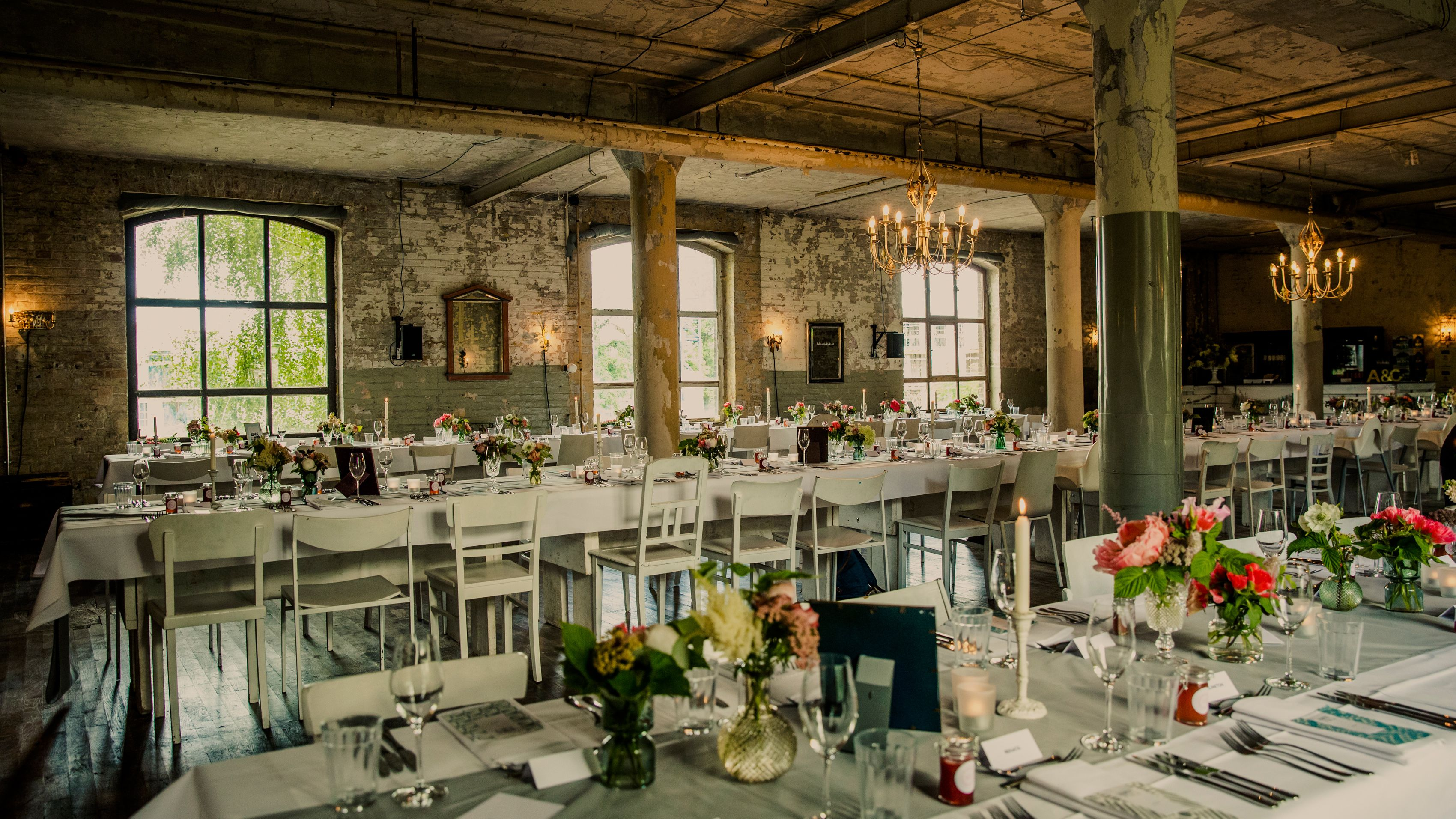 hochzeitslocation loft fabrik wedding location fabric shabby chic berlin foto cameramirage. Black Bedroom Furniture Sets. Home Design Ideas