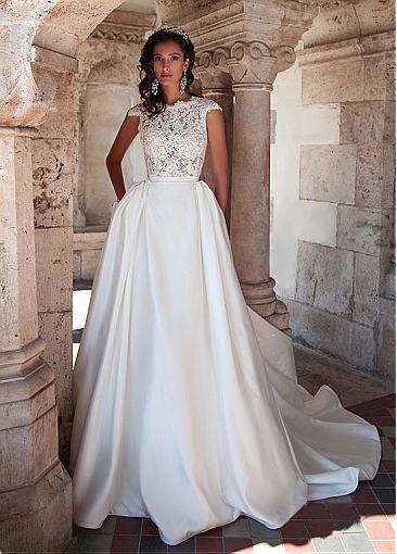 Graceful Tulle Jewel Neckline Natural Waistline Ball Wedding Dresses With Lace Appliques