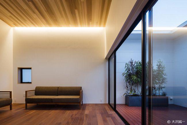 室内化したテラスを持つ家
