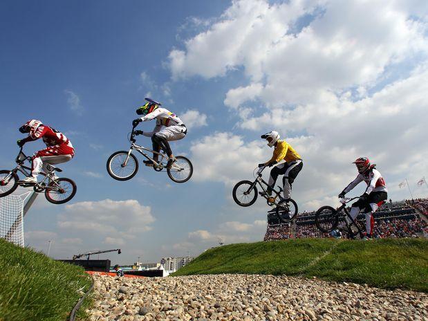 O letão liderou boa parte da prova realizada no BMX Track, na capital britânica  Foto: Getty Images