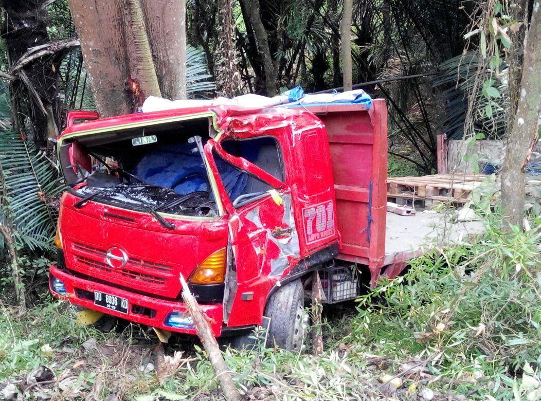Mobil Tronton Terjun Ke Jurang Belum Dievakuasi