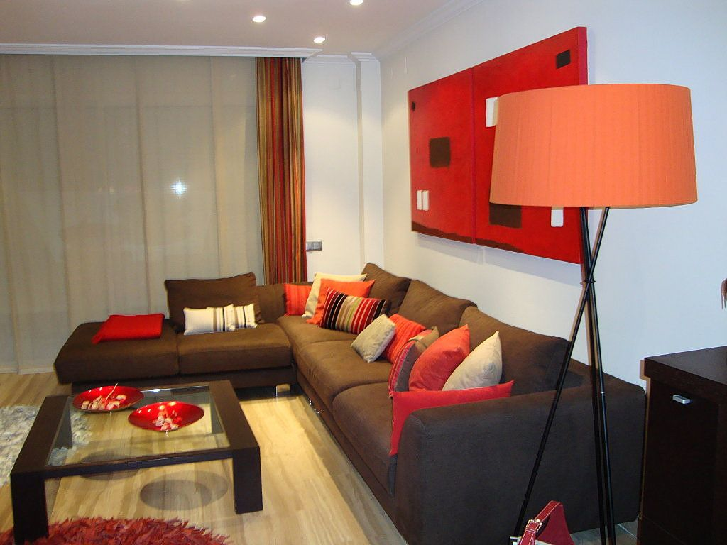 sofa marron oscuro cojines  Buscar con Google  Decoración de